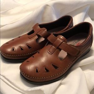 SAS brown mary janes shoes